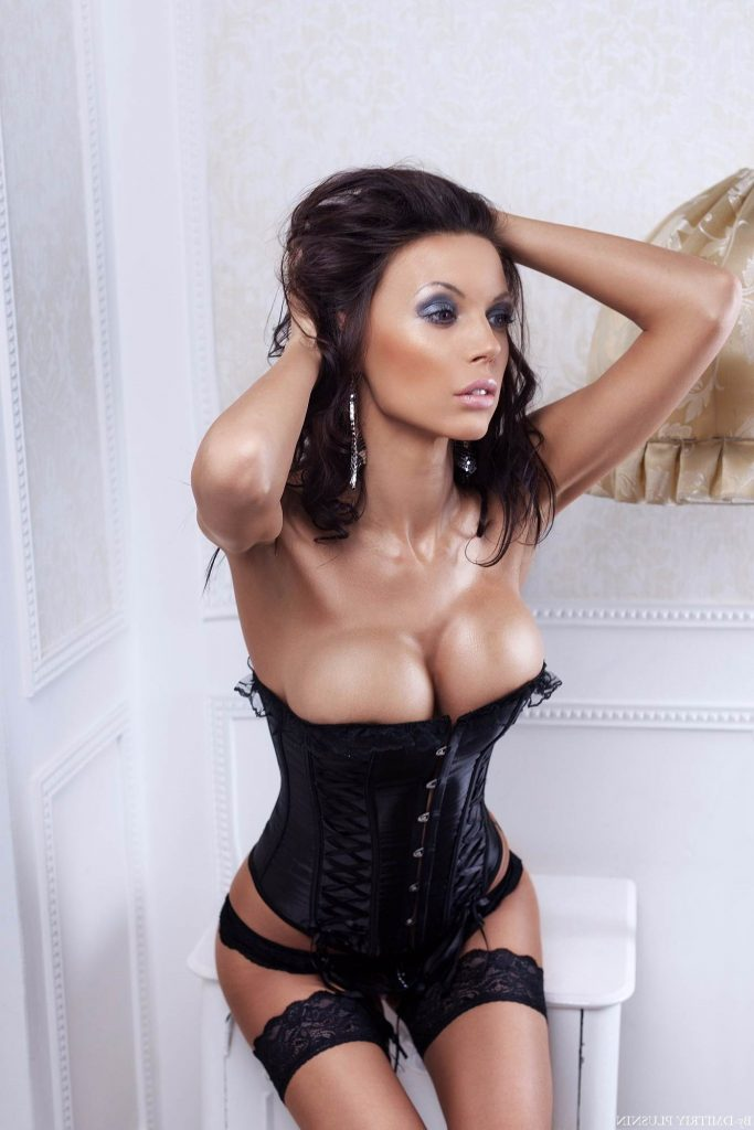 amazing brunette soth london-girls